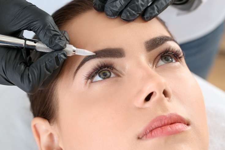 ᐅ Перманентный макияж в Одессе ᐊ Цены и отзывы на татуаж бровей и губ в клинике Аура